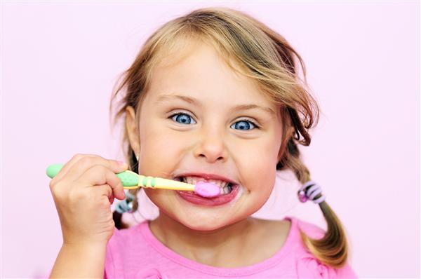 Come insegnare al proprio bambino a lavarsi i denti