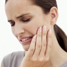 Mobilità Dentale, uno dei primi sintomi della parodontite